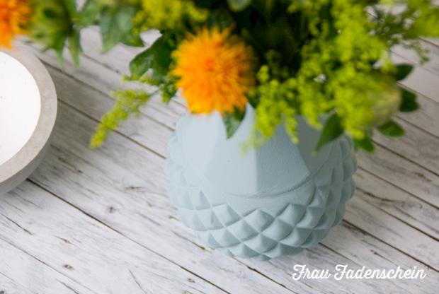alte vase in neuem kleid diy upcycling frau fadenschein. Black Bedroom Furniture Sets. Home Design Ideas