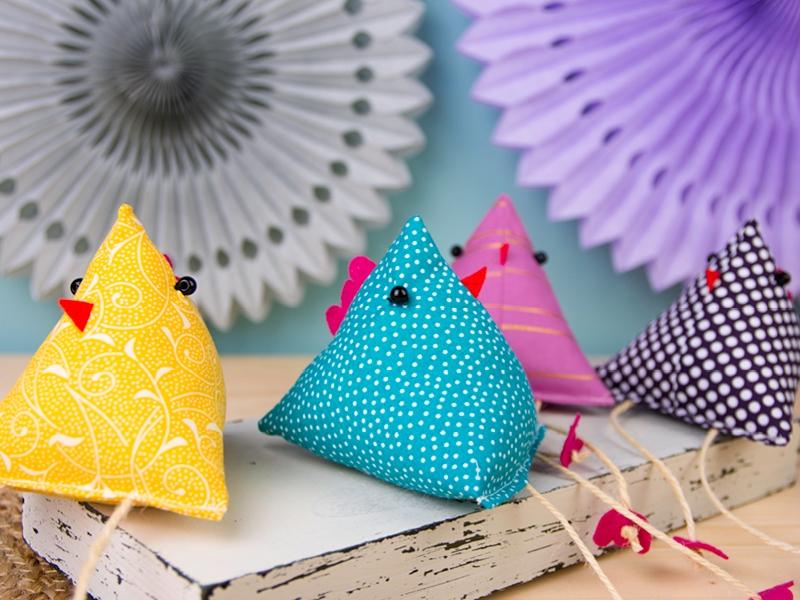 Oster-DIY-Ideen: Osterhühner nähen – Schnittmuster kostenlos